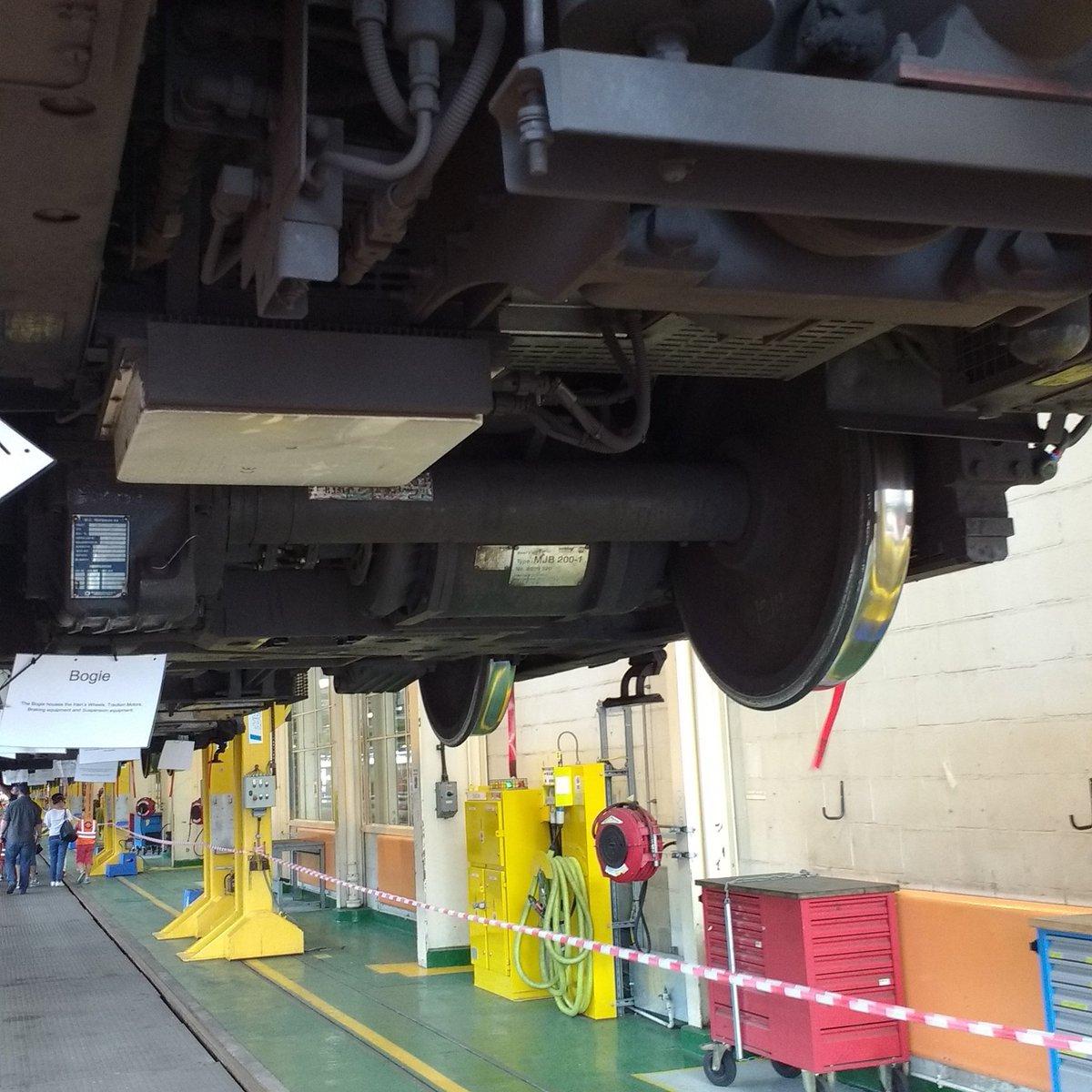 DDl4bHdXgAAwTCZ - The Victoria Line's really big 50th birthday! #2