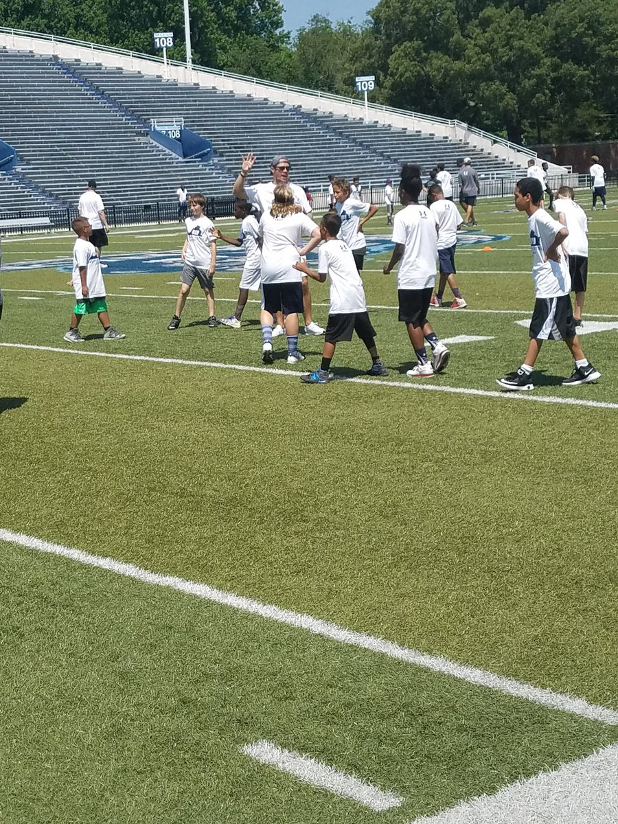Odu Football On Twitter Taylor Heinicke Works With The Kids At His Third Annual Youth Football Camp