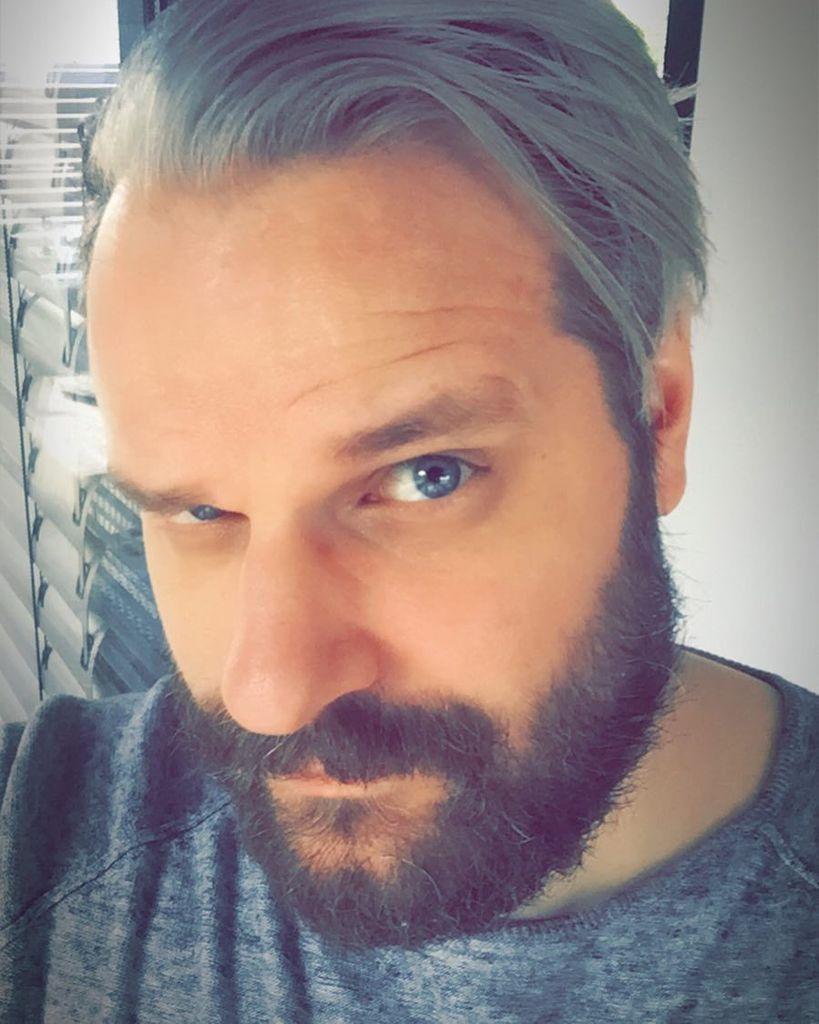 Graue haare 30 mit Graue Haare