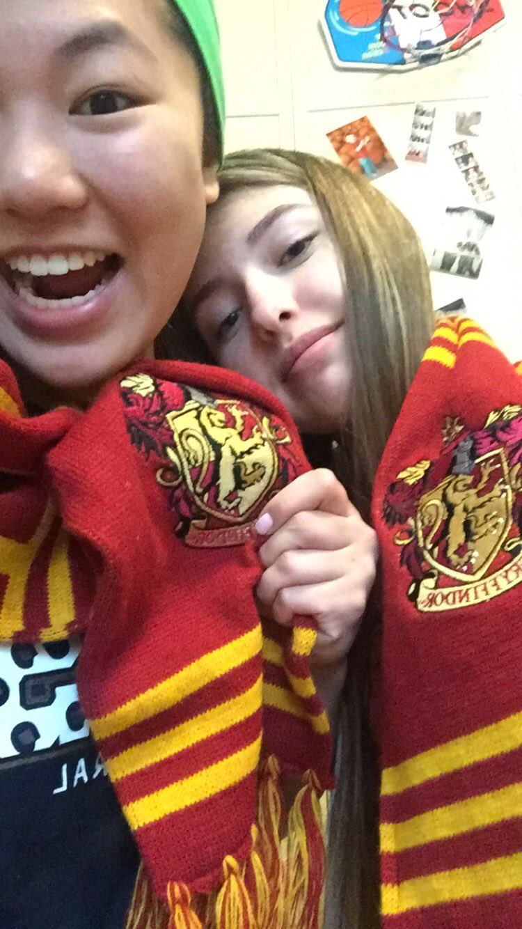 HAPPY BIRTHDAY LINDSEY!! Hope u have the best day ever   thanks for loving Harry Potter as much as I do