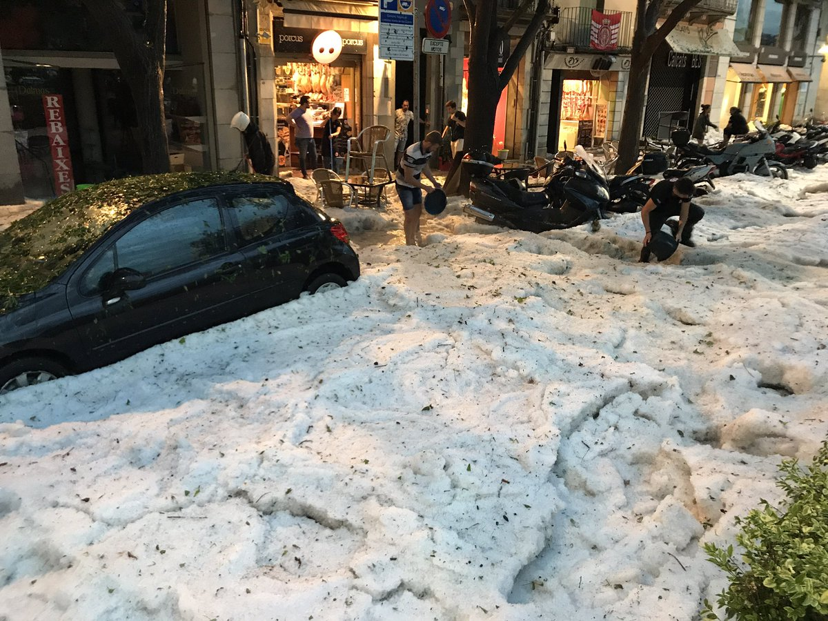 Crazy events in Girona. 2 weeks of 35+ degrees to flooded shops and frozen streets. https://t.co/J2pGoTnajI