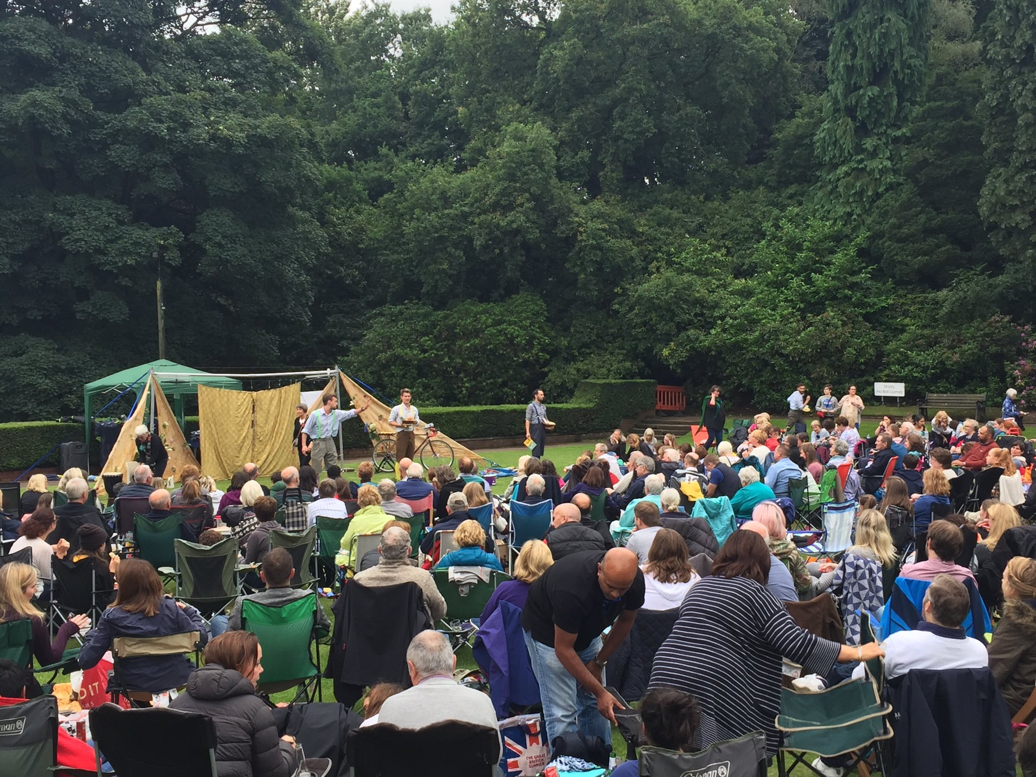 Thoroughly enjoyed @HandleBards production of Midsummer Night's Dream at Bramall Hall. Outdoor theatre delivered with energy and humour 🎭👍 https://t.co/ZgEFbPEilu