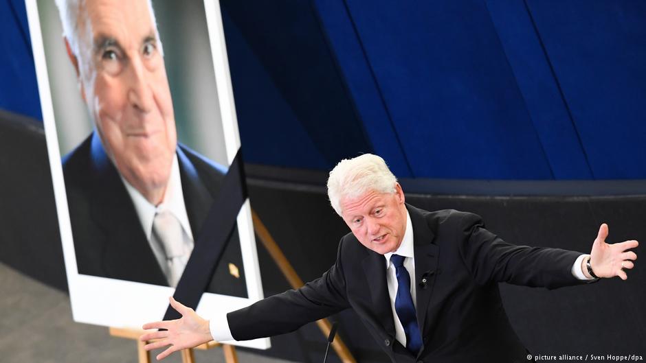 'Er wollte eine Welt schaffen, in der niemand niemanden dominiert.' Bill #Clinton über #HelmutKohl in #Straßburg