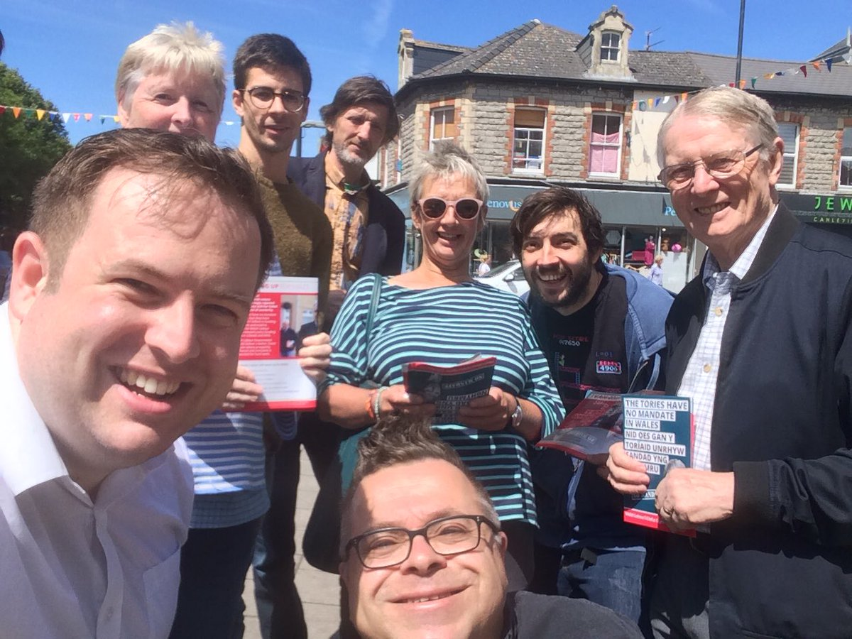"""Stephen Doughty on Twitter: """"Great turn out for @penarthlabour @WelshLabour campaign session in #Penarth this morning - including a v young helper!"""