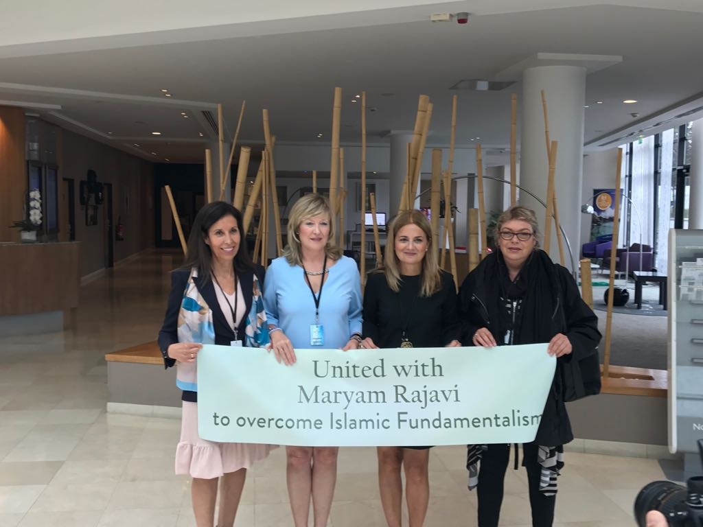#FreeIran 1July 2017 #Paris #Support @Maryam_Rajavi_F @womenncri @iran_policy @4FreedominIran @Masoud_Dalvand #4freeIran https://t.co/ZNyyrmg7oB