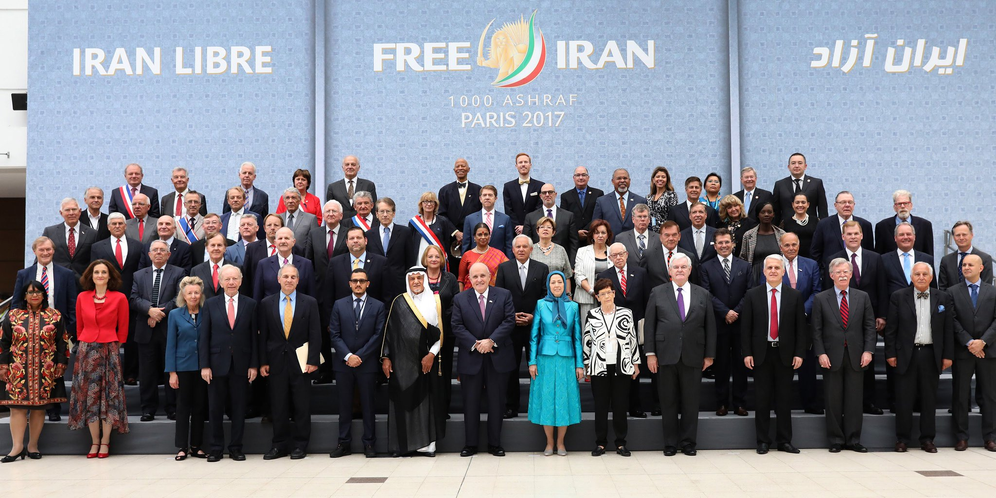 Maryam Rajavi with distinguished personalities and Iranian Resistance supporters #FreeIran Gathering, Villepinte, July 1, 2017 https://t.co/LsbGGMSxXy