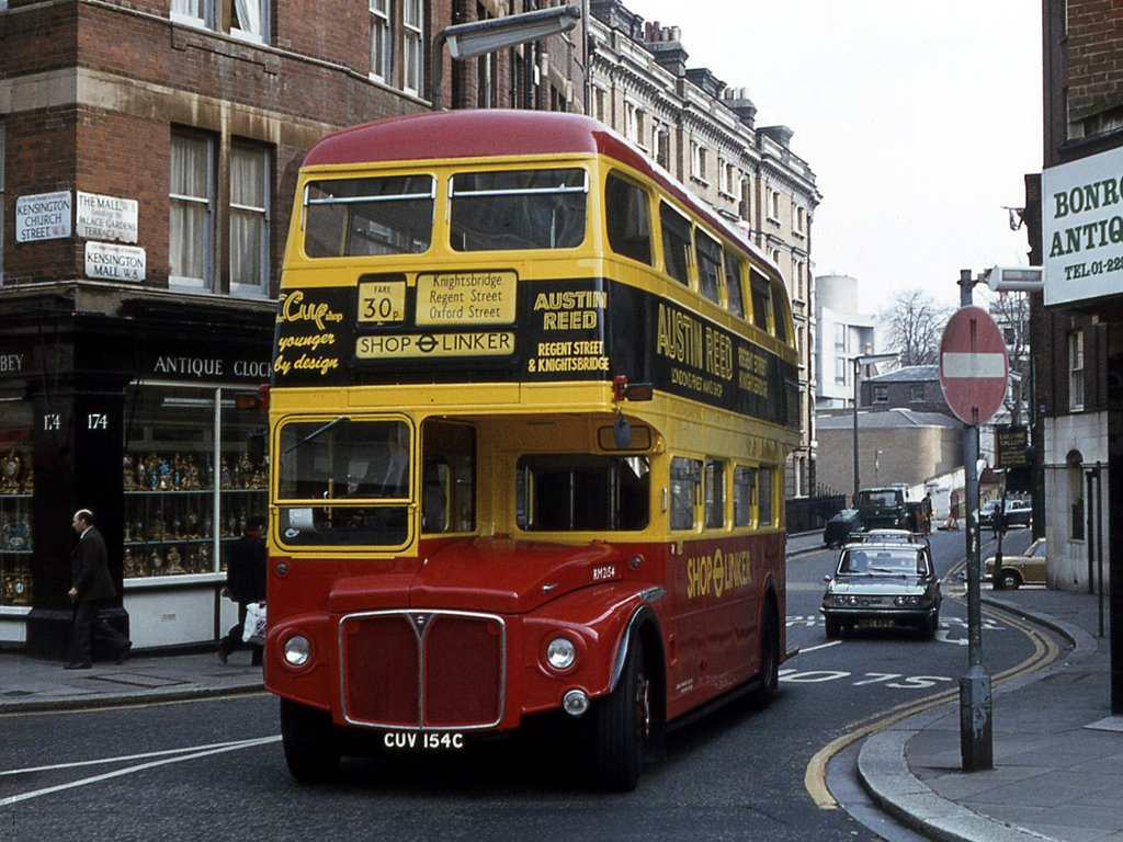 DDpxL4FXYAAUQEM - London's Shop Linker bus anniversary
