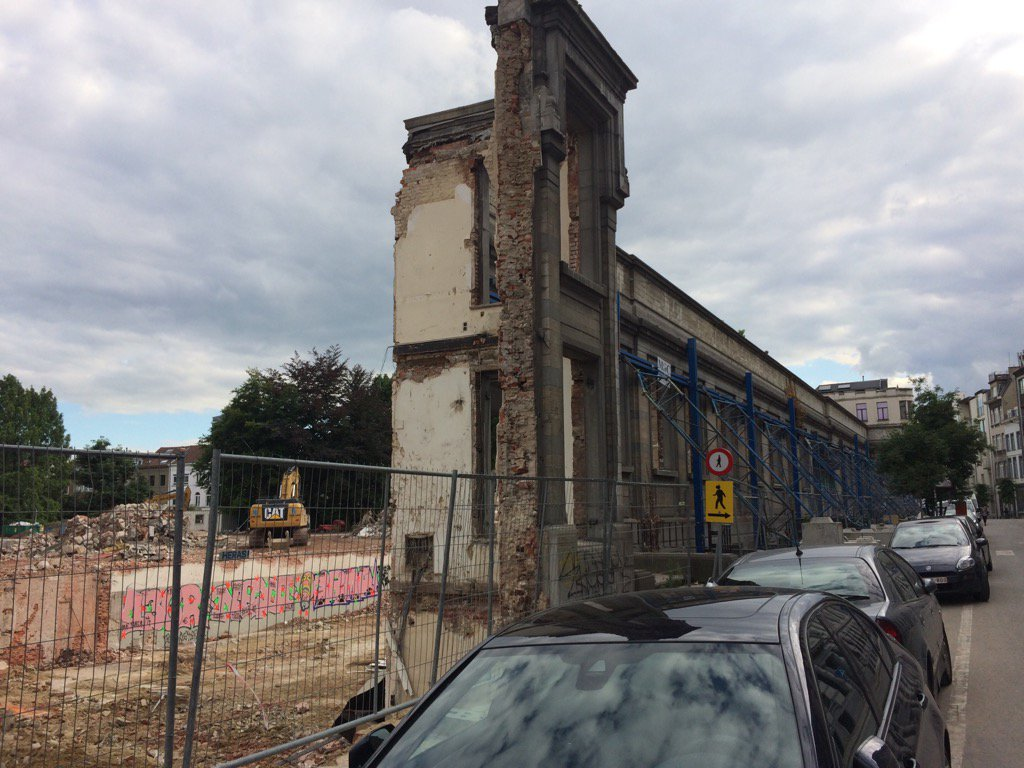 RT @PierreLardot: Berlin 45, non #Ixelles 2017. Préservation #patrimoine https://t.co/8KyTkMdSER