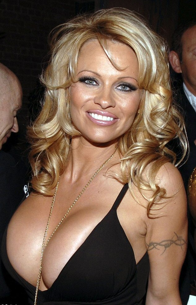 Happy birthday to my platonic love Pamela Anderson