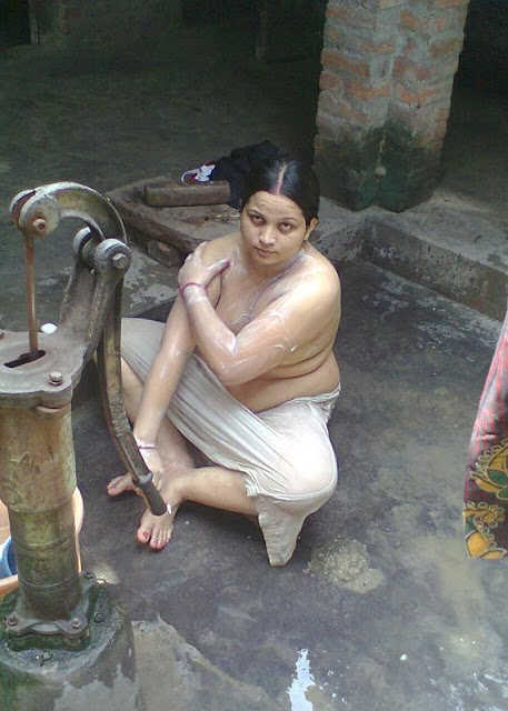 indian moms nude bathing images
