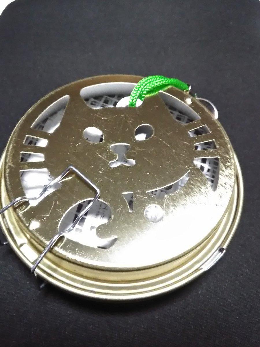 test ツイッターメディア - セリアで猫型蚊取り線香ケースを買ってきた。蓋を開けて蓋と本体の白いガラス繊維メッシュに蚊取り線香を挟んで閉じる。直径9センチだから携帯に便利。 #蚊取り線香ケース #セリア https://t.co/QjrLeYKvIH