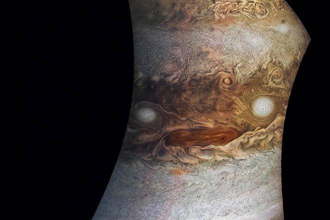 Júpiter tem um rosto – veja o que essa foto da NASA revelou ;-) https://t.co/V2CwT2EHxY https://t.co/A44fZy7hY1