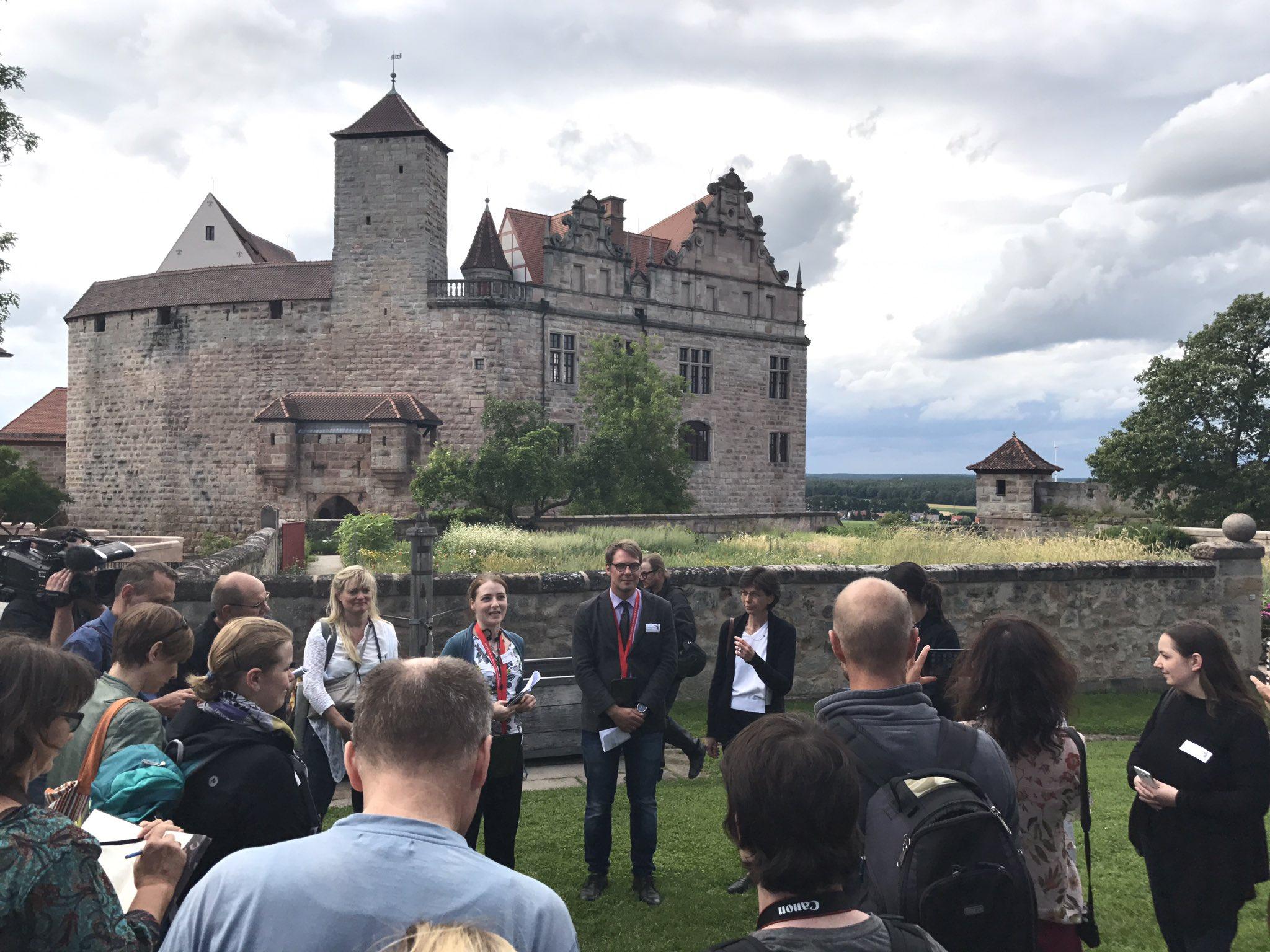 Jetzt geht es los #HohenzollernWalk https://t.co/Y6v50fol6a