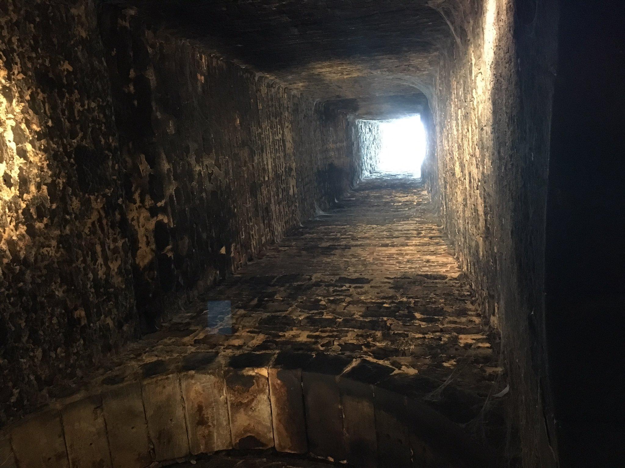 Blick in den Ochsenschlot - 10 Meter hoch. #emptyMuseum #HohenzollernWalk #cadolzburg #erlebnismuseum https://t.co/irbF6rIFX5