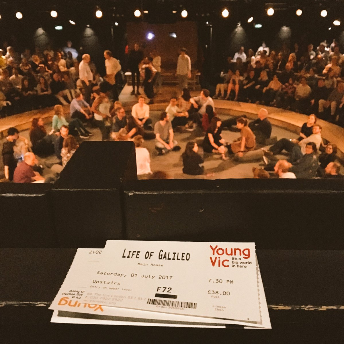 Got to see the last performance of #LifeofGalileo @youngvictheatre Marvelous cast and stunning set and sound. Fell in love with science.<br>http://pic.twitter.com/0vO2aBQBZJ