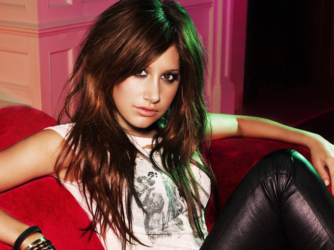 Happy birthday dear Ashley Tisdale!;)                                  ( (  \ \)