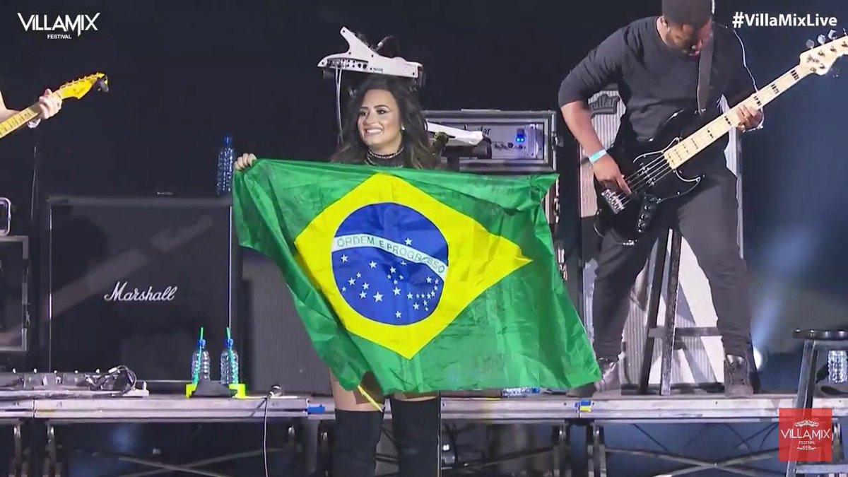 O BRASIL TE AMA! ❤️ #DemiNoVillaMix https://t.co/jdqCsfhDtj