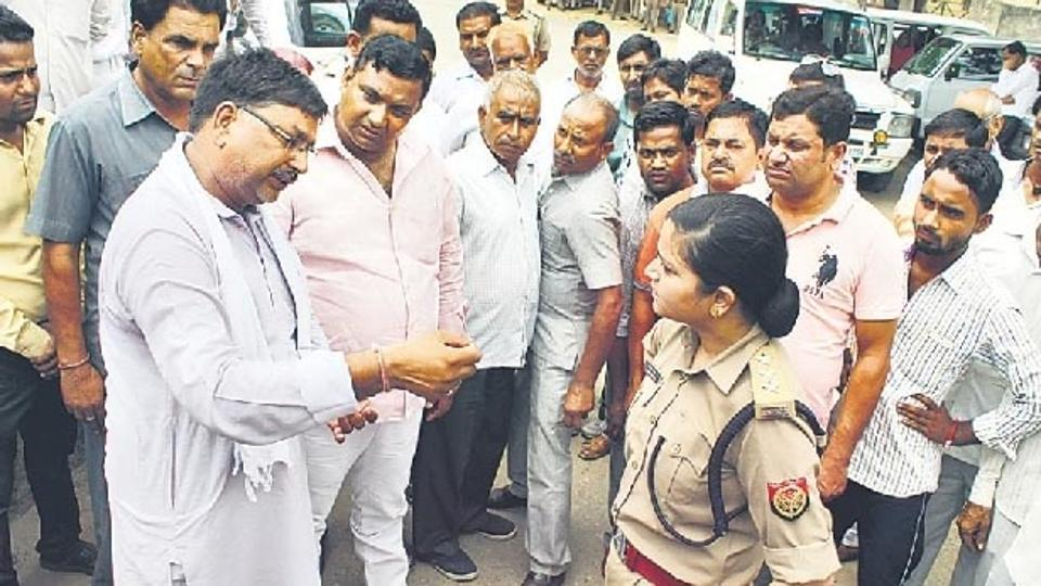 Uttar Pradesh woman cop who stood up against @BJP4India leaders, sent 5 to jail transferred https://t.co/T30zbBF1lk
