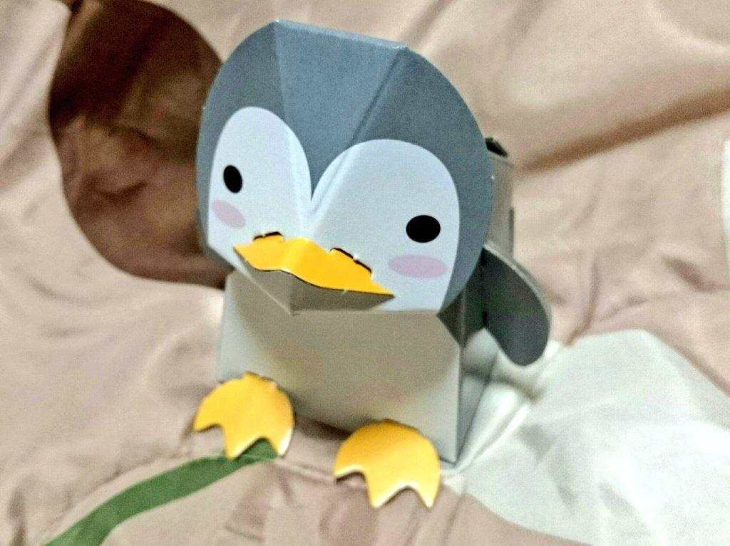 test ツイッターメディア - 思わず買ってしまった100均 #ペンギングッズ ! ダンボールクラフトのペンギン貯金箱だ??  台紙から離して、折って、差し込んで…3分で完成!  ペンギンが満腹になる頃には、500円玉で3万円、100円玉で1万円貯まるそうだ。楽しみだな~。  #ぺもの #キャンドゥ https://t.co/sugl1HTXu4