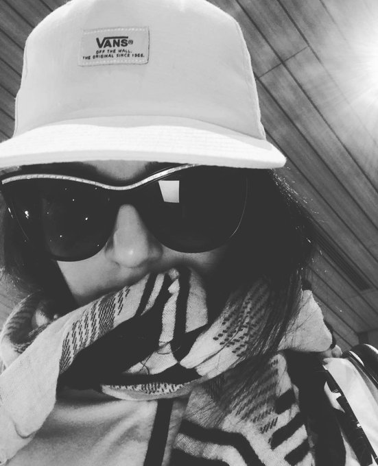Travelling Incognito today!! So far so good.. Let me know if you spot me 😜 #SunnyLeone https://t.co/