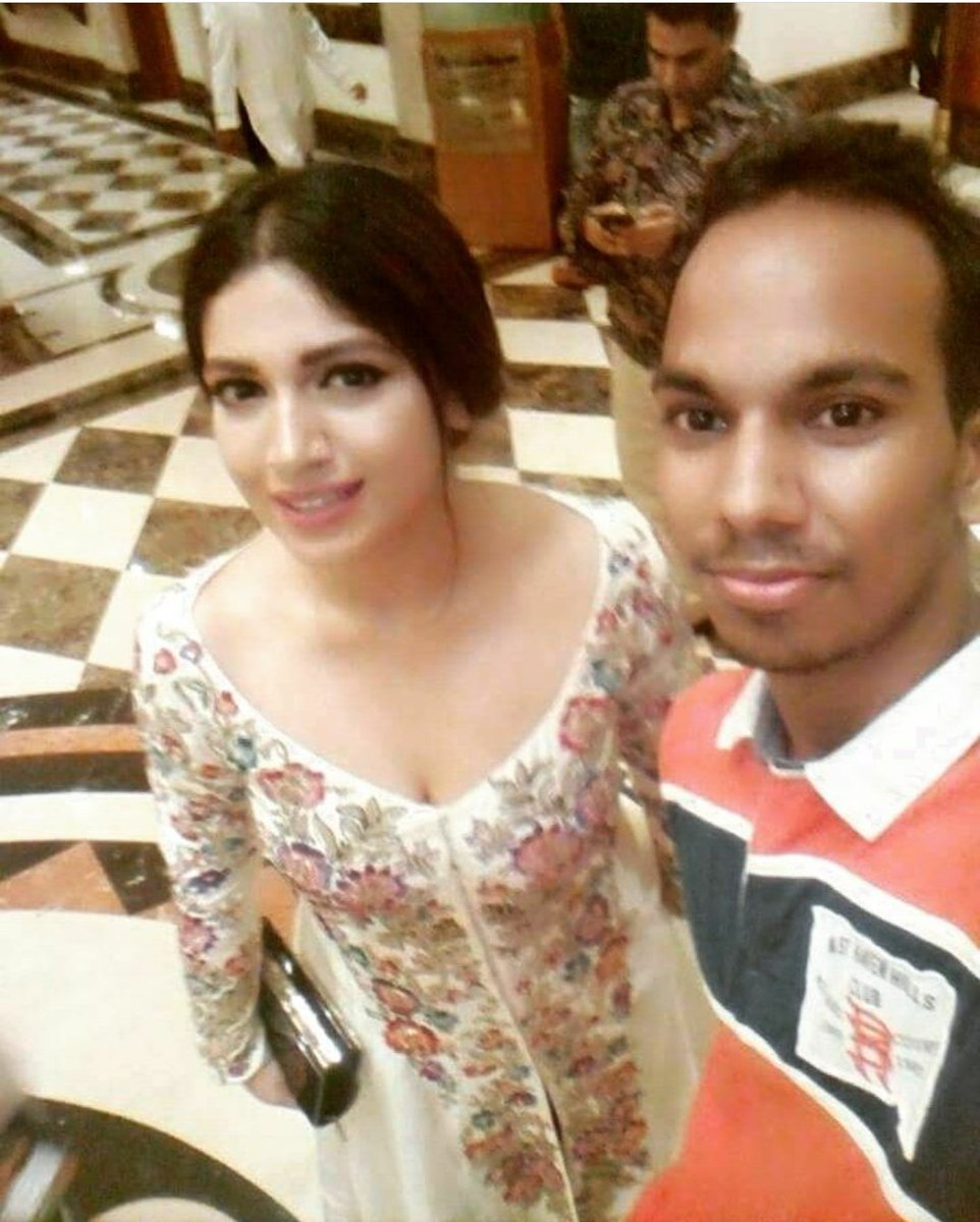 Bhumi Pednekar with her fans! #LuckyPeople even we want to meet our Princess @psbhumi <br>http://pic.twitter.com/LdWoV7UtVi