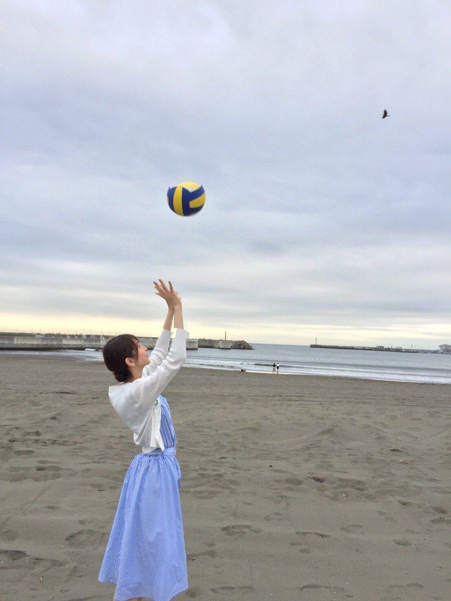 バレーボールをする川村優希