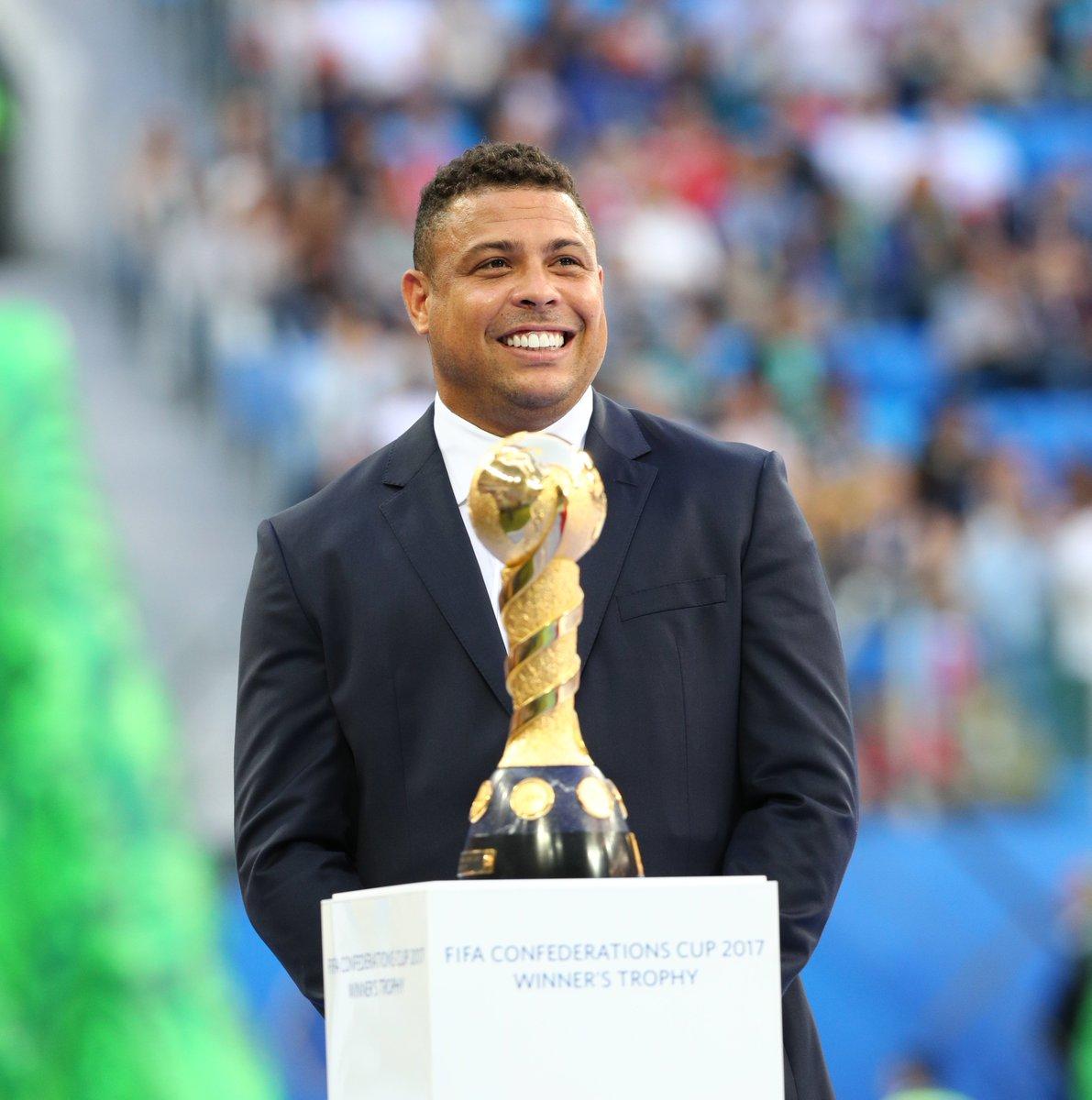 RT @fifacom_es: Un goleador nunca falta a su cita con las finales.  ¡Hola, @Ronaldo! 👋🇧🇷  #CHIGER 🇨🇱🇩🇪 #ConfedCup https://t.co/OHAwZquAVf