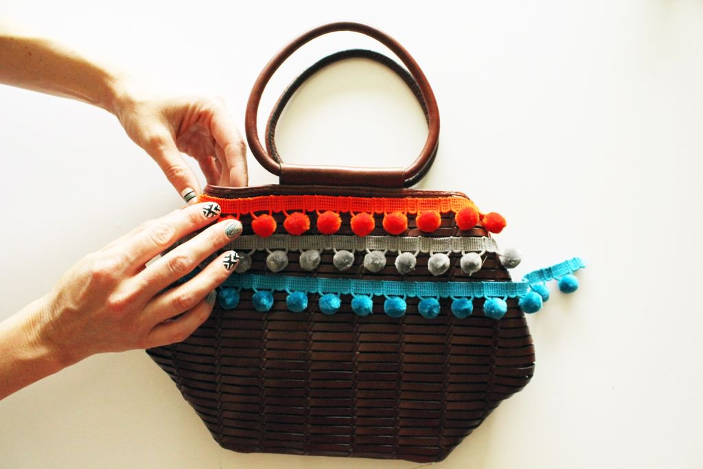 The cutest little Pom Purse DIY on Twitter  http:// buff.ly/2u3ALkq  &nbsp;   #DIY #DIYBlog #PomPom #Purse #DIYPurse #Colorful #DIYBag #fashionblog<br>http://pic.twitter.com/CbXME9c02Q