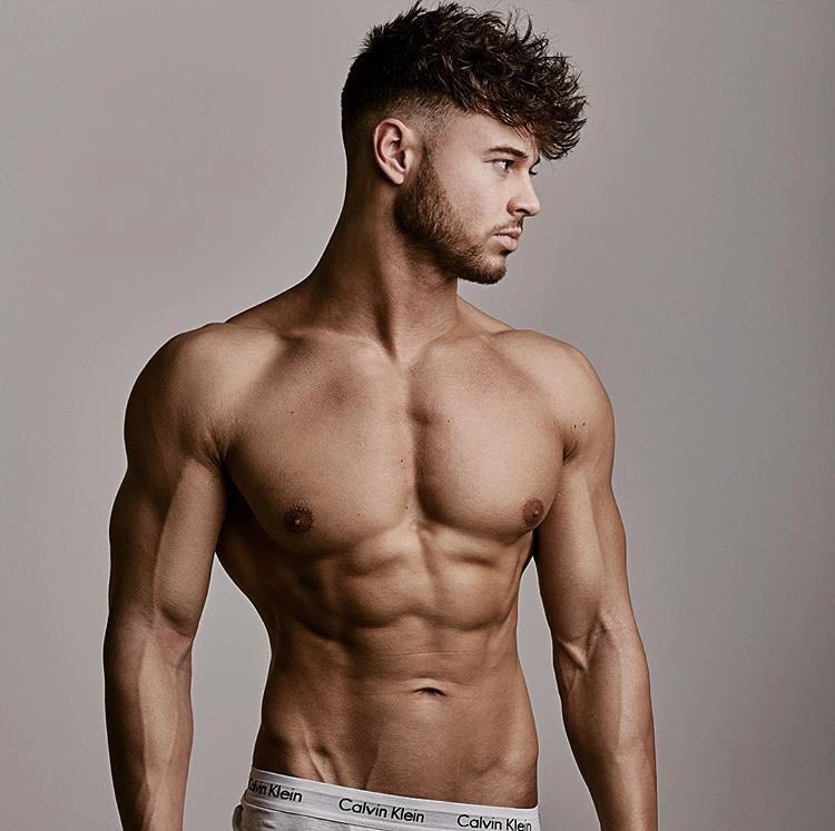 Alex from #LoveIsland 👀 you're welcome 🙏🏻