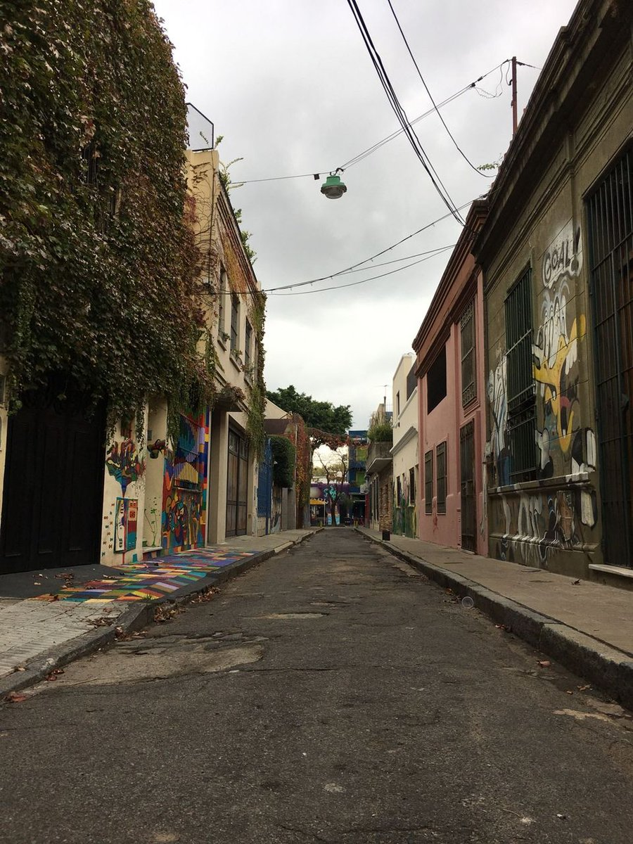 Learn why there are so many of these types of streets in #palermobuenosaires http://www.asadoadventure.com #buenosairesfoodtour #streetphotopic.twitter.com/mAnKK3BaUD