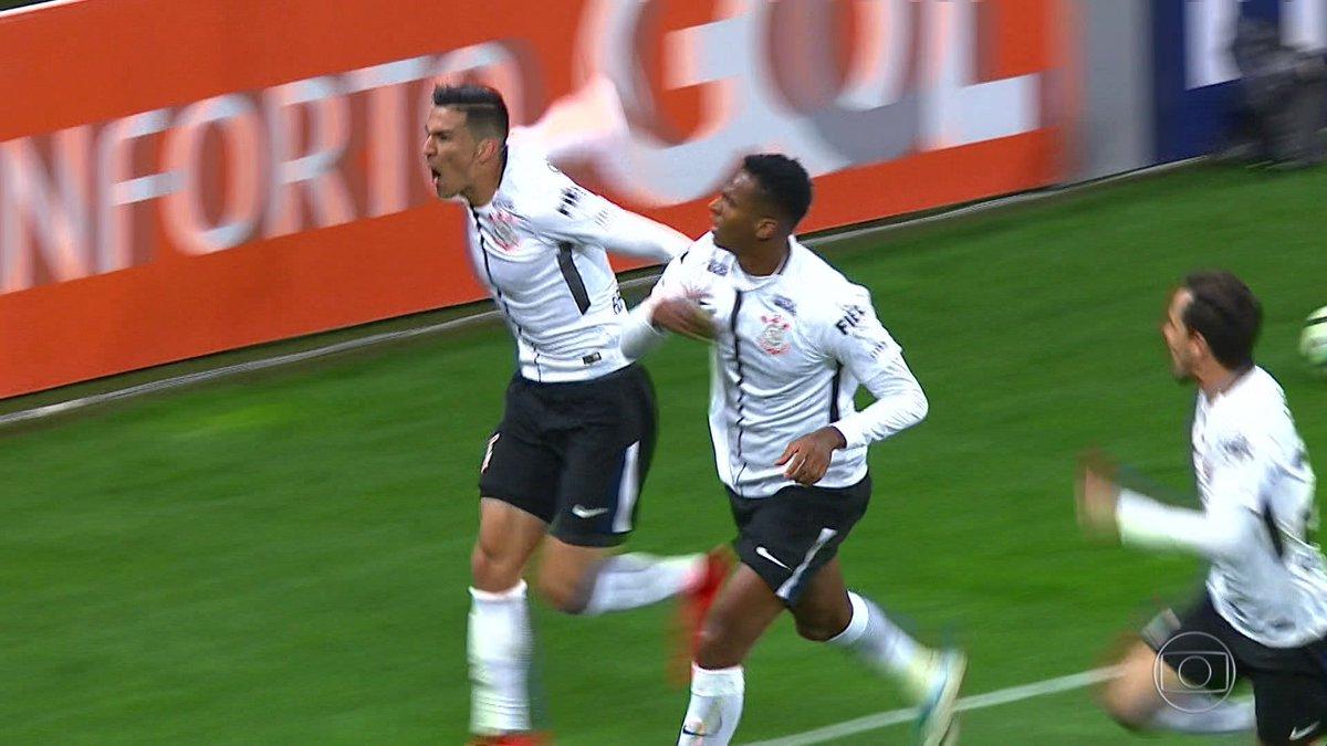 Corinthians vence mais uma vez e dispara na liderança do Brasileirão: https://t.co/NRVCG441s3 ⚽