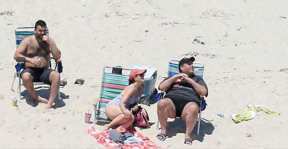 Chris Christie gets caught lounging on New Jersey beach he closed to public https://t.co/SgpNkMgyfD