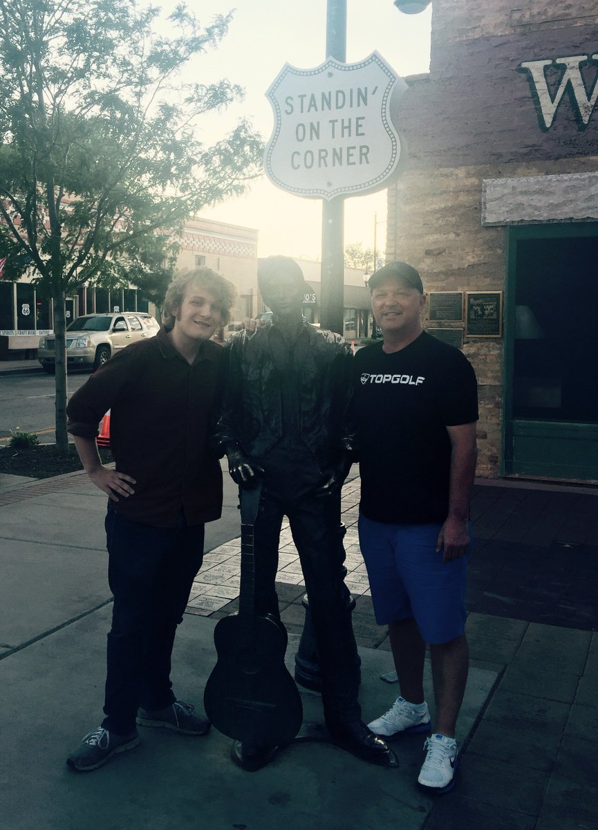 Standin' on the Corner in Winslow Arizona with the Glen Fry statue. #HanksRoadTrip https://t.co/buNmnwf2f8