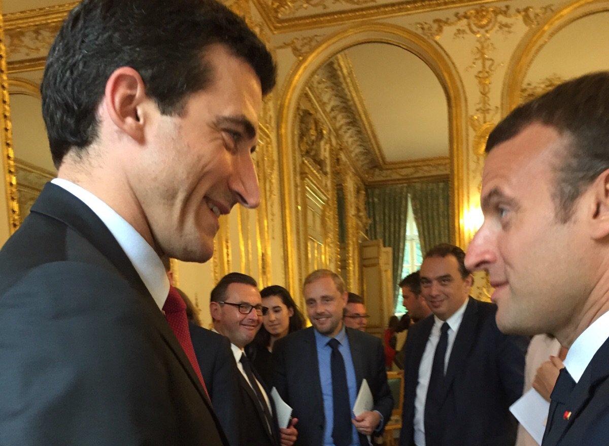 Bons échanges avec le Président de la République @EmmanuelMacron et pls collègues maires #écoute #travail #Niort https://t.co/lBiAb7fNNn