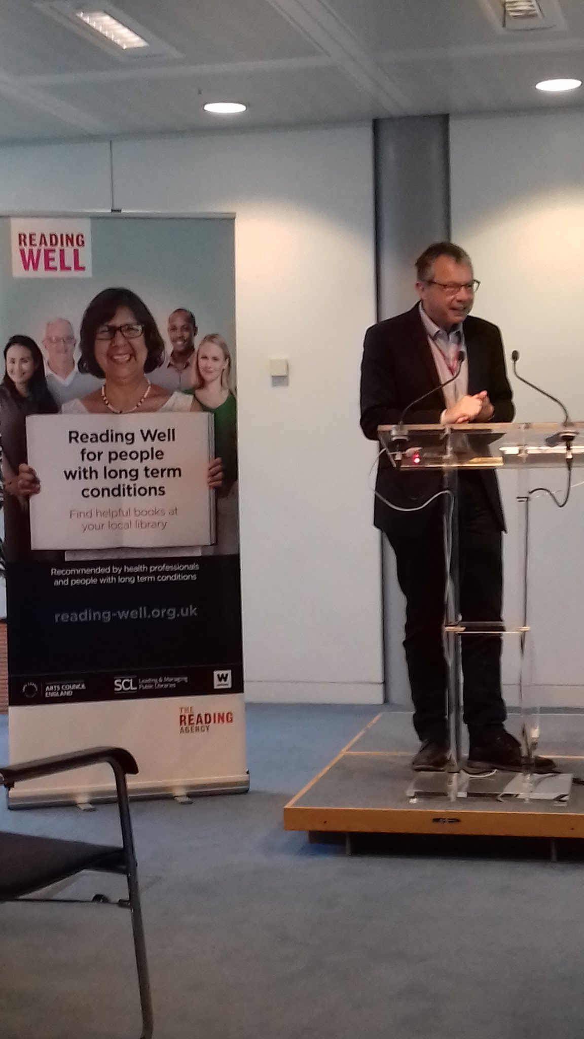 Simon Chaplain from @wellcometrust welcomes 100's of delegates to the launch of #Readingwell @readingagency  new long term conditions list https://t.co/mMMMPYs7Ax