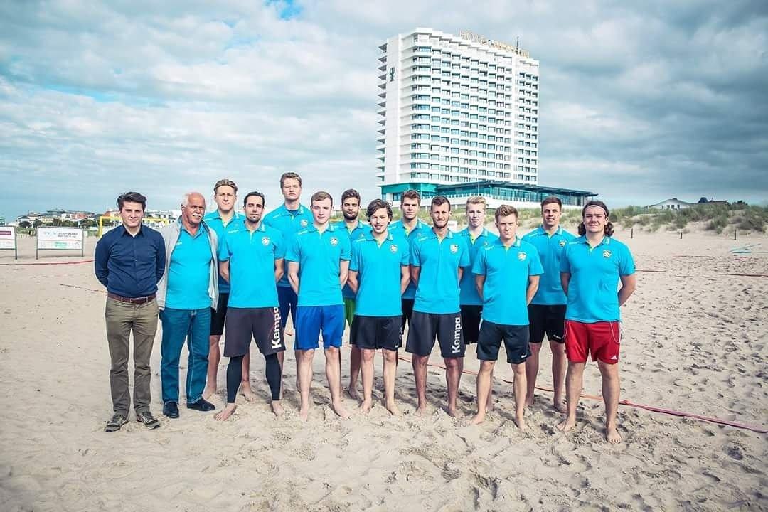Trainingsauftakt der neuen Mannschaft am Strand von Warnemünde! Erfahrt hier mehr darüber:  https://t.co/pA0NfsCez7 https://t.co/fsNd6nKRrP