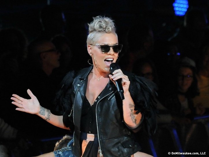 After a near-four-year hiatus, P!nk's rock moves still resonate @Pink #summerfest #review https://t.co/QIcSh4kTq6