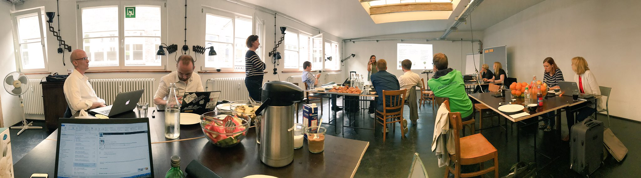 This is how work can looks like 😊 #wolCoP #cocreation #socialcollaboration w/ @petra_muc @IlonaLibal @bastihollmann and many more ✌🏻 https://t.co/fan4VPjImH