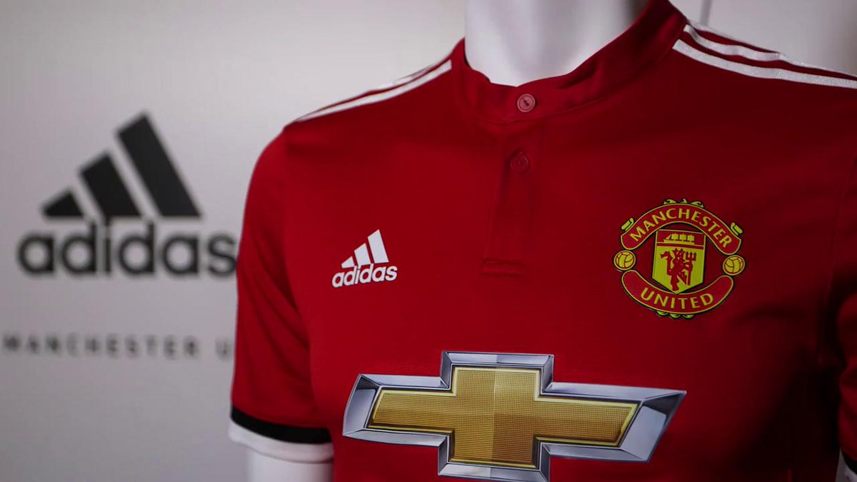 Our new 2017/18 home kit by @adidasfootball - take a look behind the scenes with our players. #MUFC #HereToCreate
