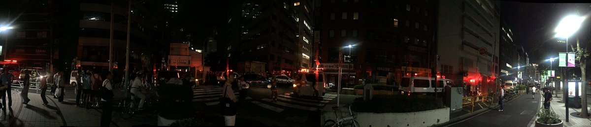 DDznnTmUAAAguNA 東京 新宿・代々木2丁目付近(西新宿のビル)で複数の爆発音 現場近くの道路は一斉に封鎖される この影響で現場付近では停電が発生しているとのこと