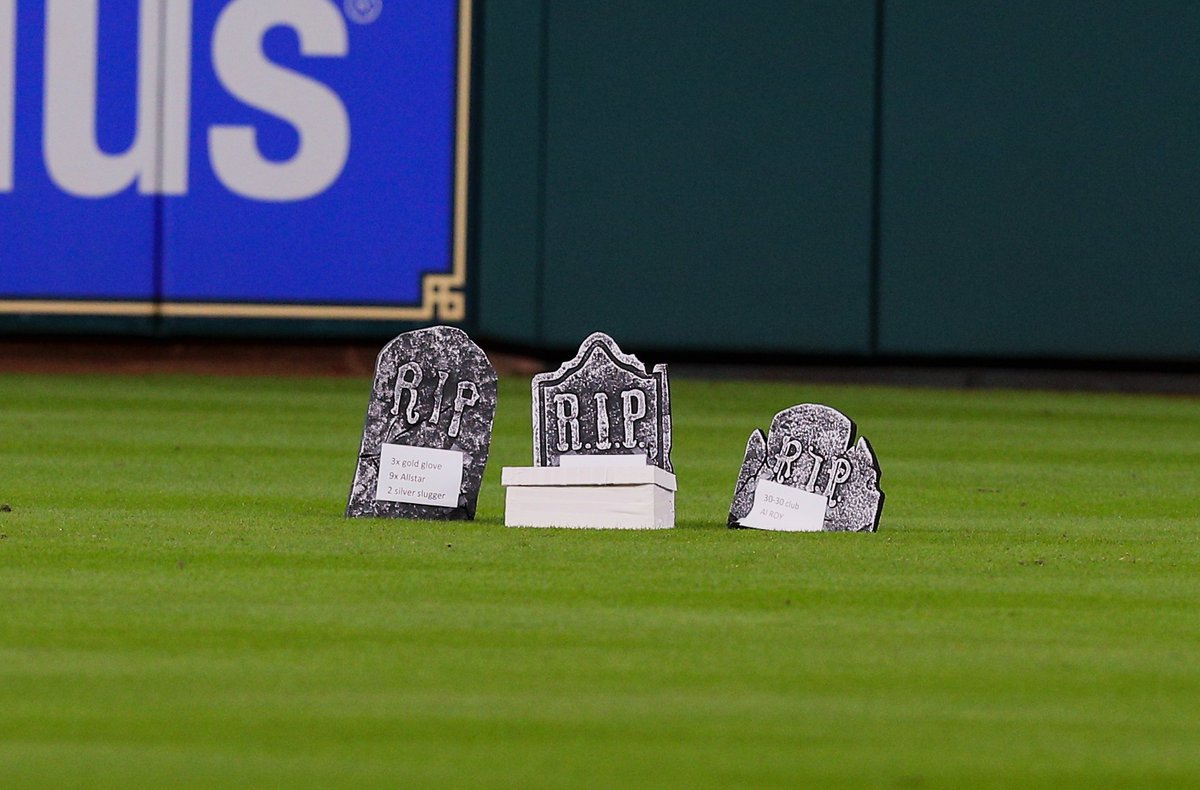 The @astros had a funeral for Carlos Beltran's glove 😂😂😂