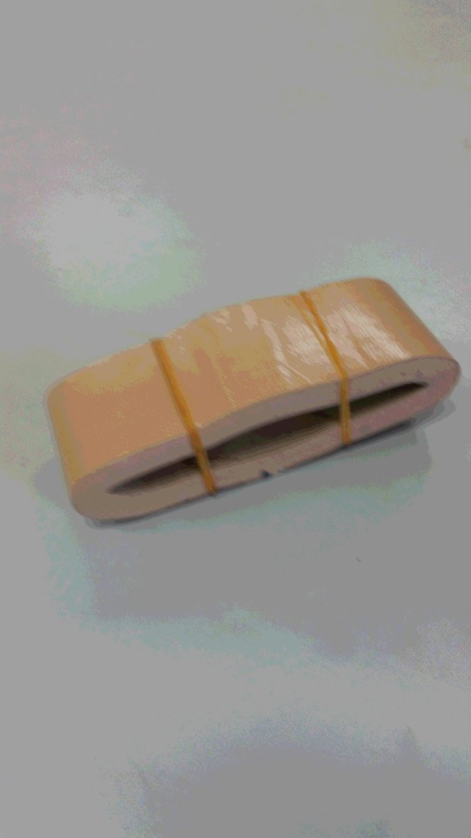 災害時に工夫次第で役立つ布ガムテープ。添え木を患部に固定したり、連絡メモとして壁に貼ったり重宝します…