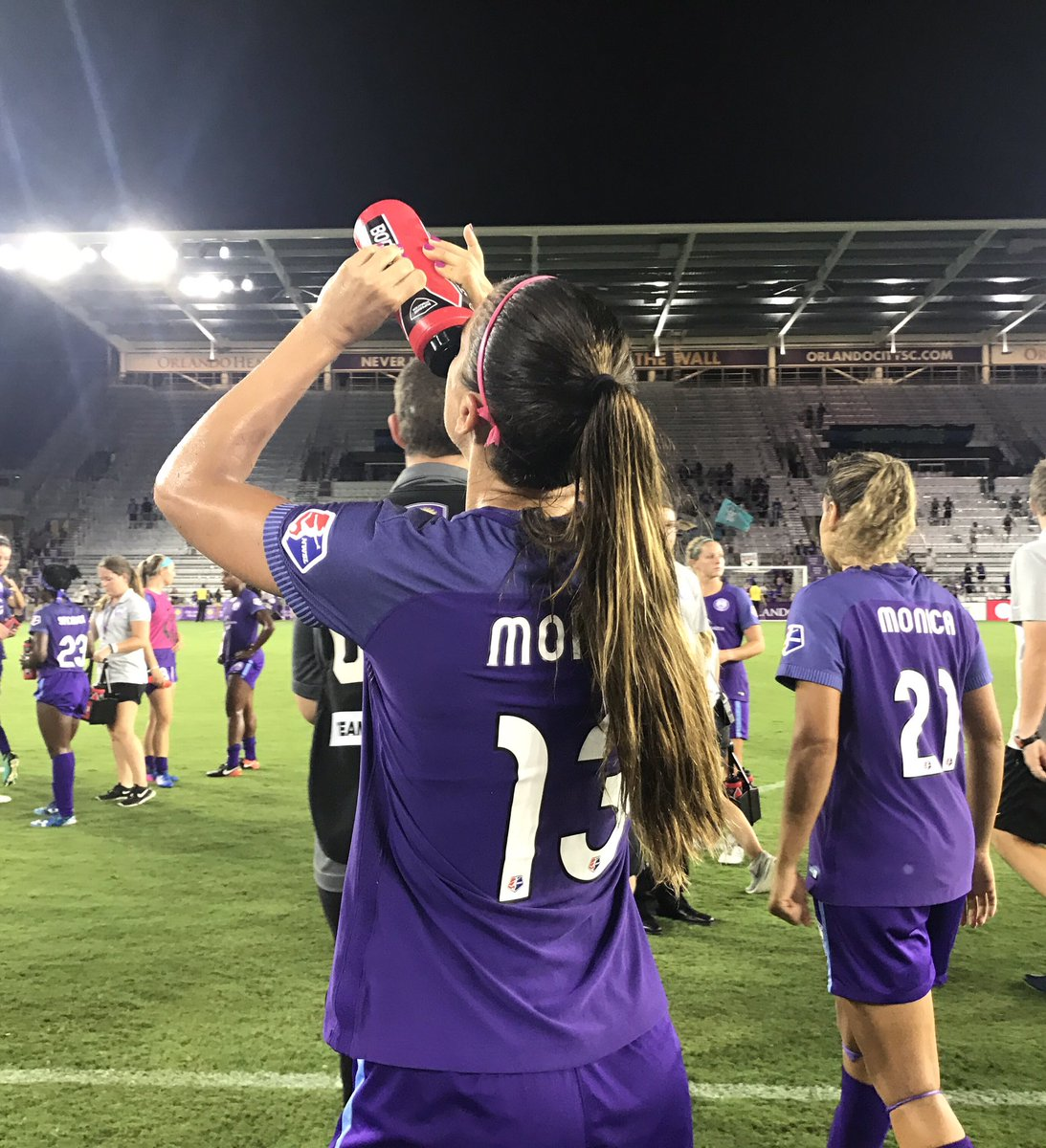#AlexMorgan RT @ORLPride: Your Star of the Match staying &#39;drated <br>http://pic.twitter.com/Z8Sy7FOcqw