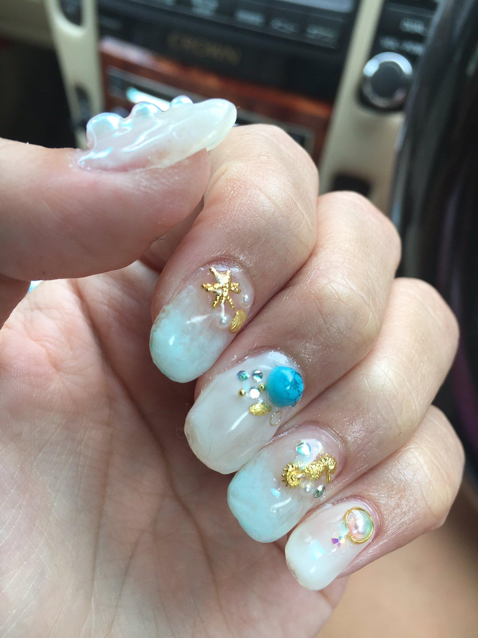 店選び失敗した 中指になんか毛入ってるし 綺麗にジェル塗られてんし 誰が触ってほしいまじでこの塗られてない感 6000円損した。爆笑