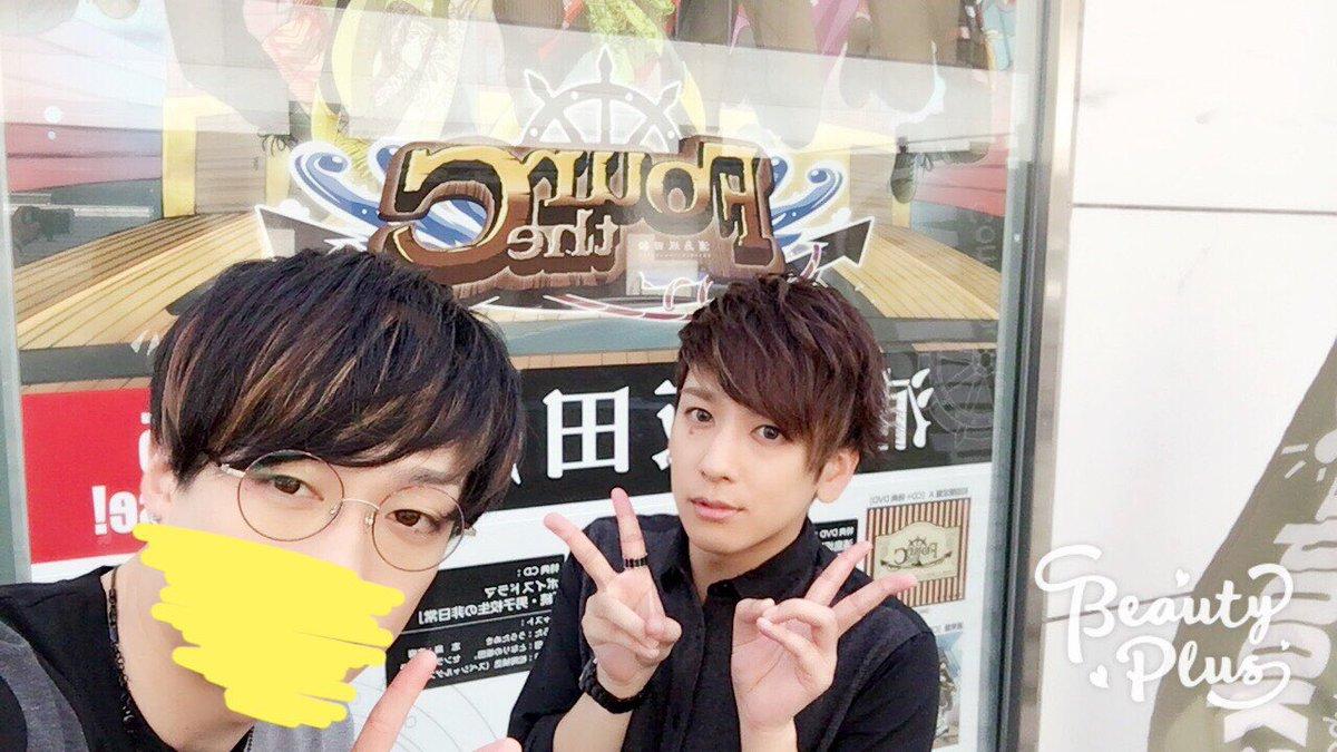 リリイベin広島、無事終わりました!ありがとうございました!アニメイトさんのお外にこんなデカイポスターがあったのでそこで写真撮りました!明日もよろしくねぇー!