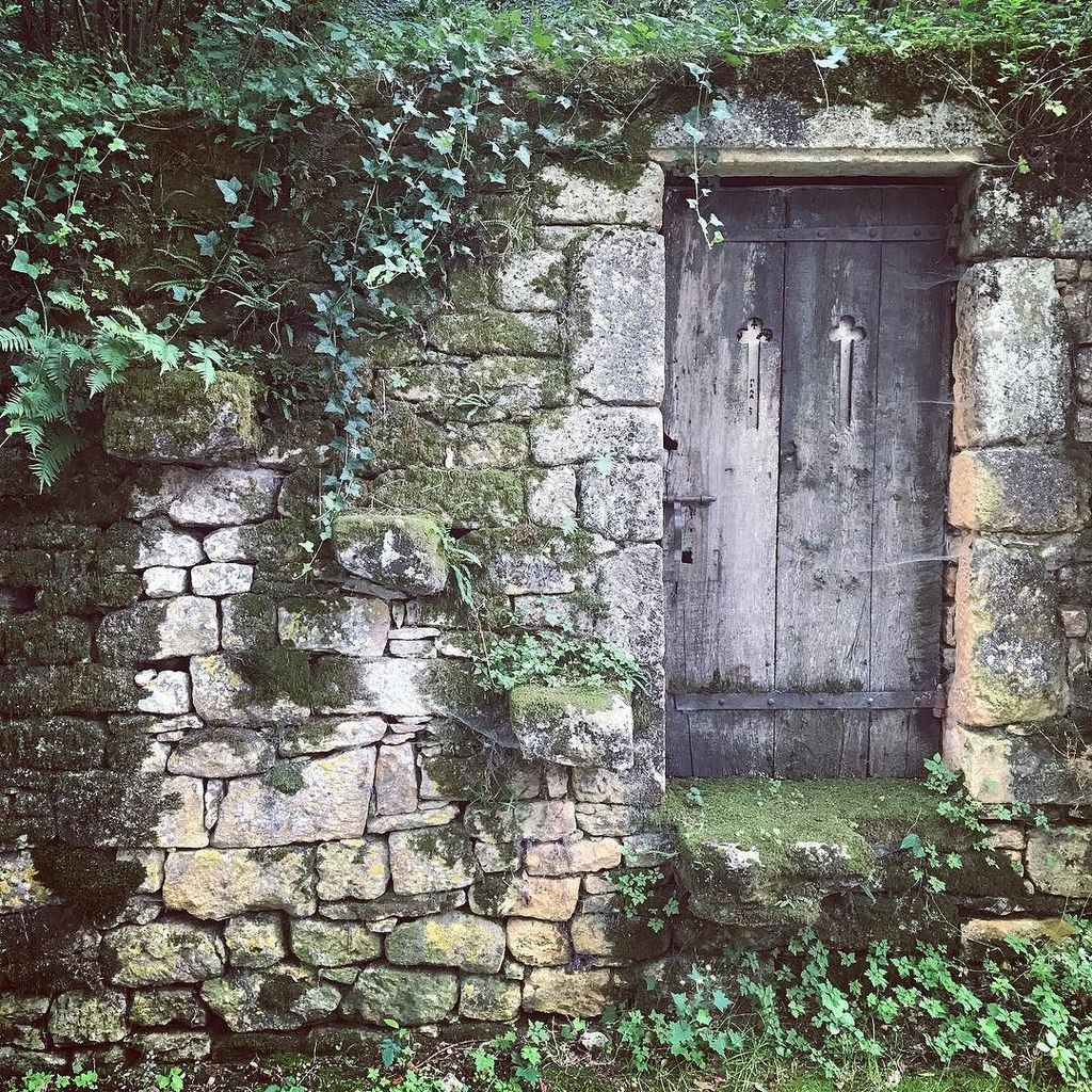 Gate to #Narnia? If you lost the #key, you can always take the &#39;hidden&#39; #stairs  #dordogne #France . Picture by @…  http:// ift.tt/2un2S12  &nbsp;  <br>http://pic.twitter.com/toMpgOANt5