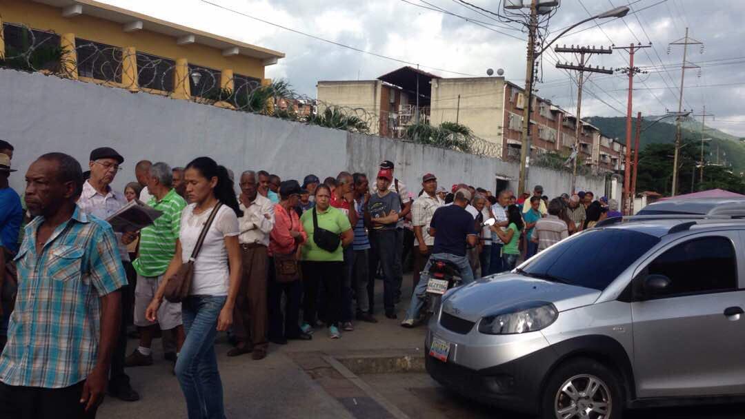 Activo en liceo Ambrosio Plaza de #Guarenas Edo Miranda el Ensayo Electoral rumbo al #30Jul #16JEnsayoConstituyente https://t.co/NQQcplIzDx