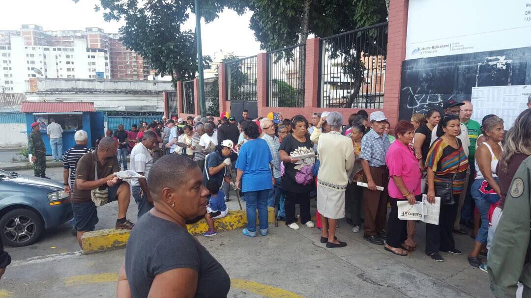 #16JEnsayoConstituyente se desarrolla en Centro de Votación Domingo Faustino Sarmiento parroquia El Recreo #Caracas rumbo al #30Jul https://t.co/uVP9U6RPFw