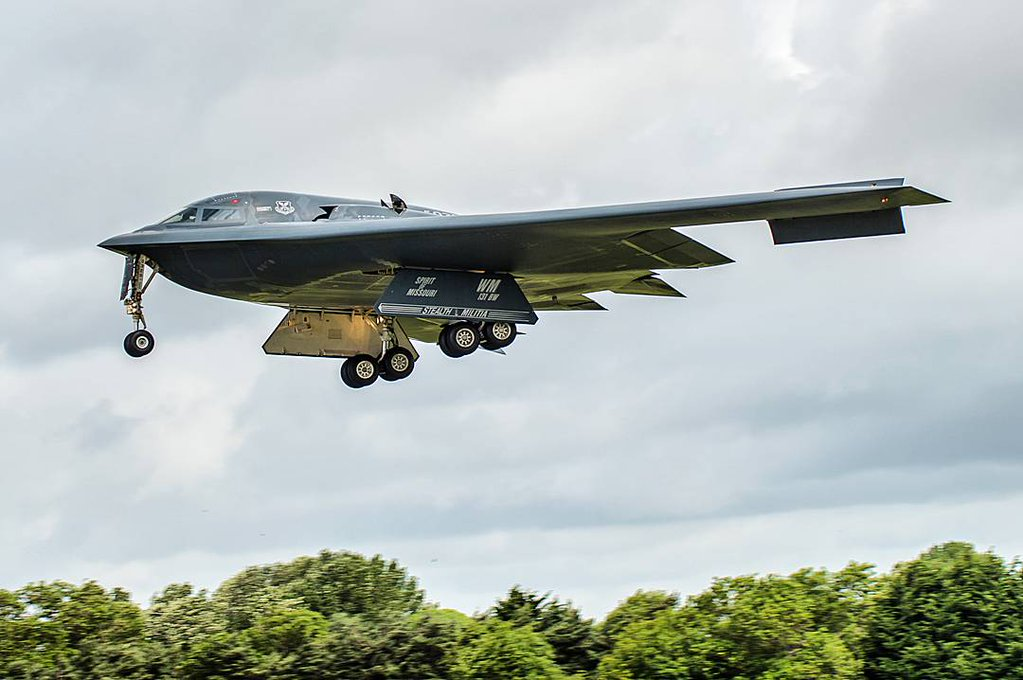 B2 bomber landing at Fairford