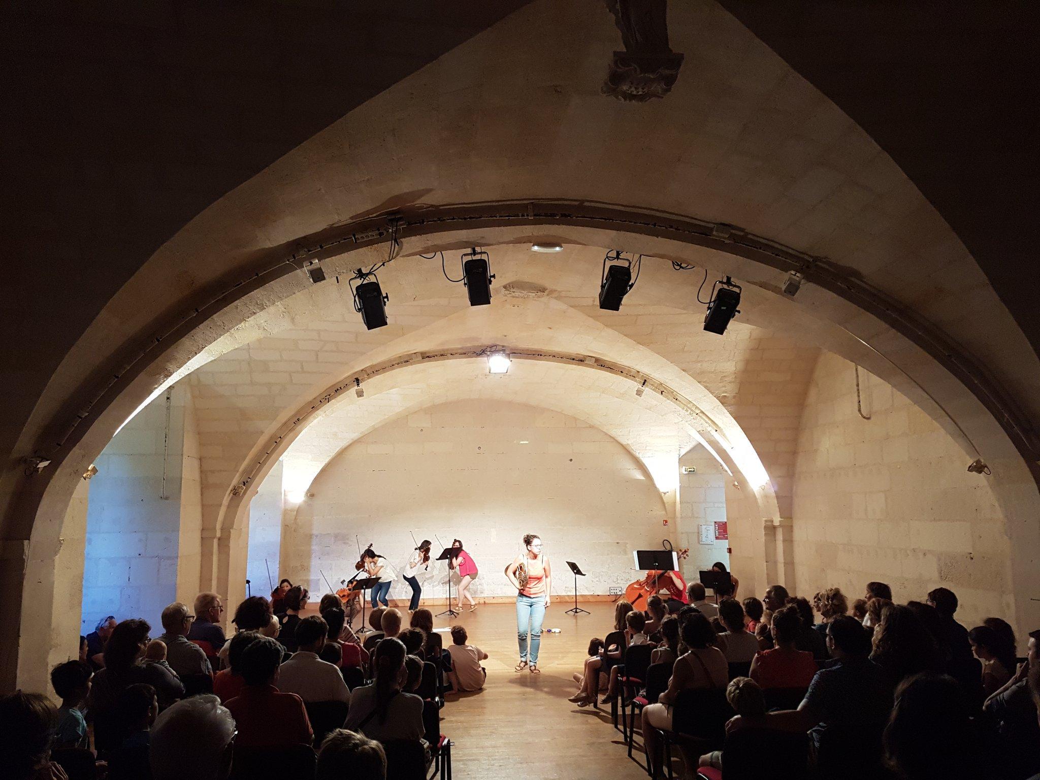 Le #festivaldesaintes c'est aussi pour les enfants ! Mon premier concert avec le Jeune Orchestre de l' @Abbayeauxdames ! #fds17 https://t.co/FziO8HB1HY